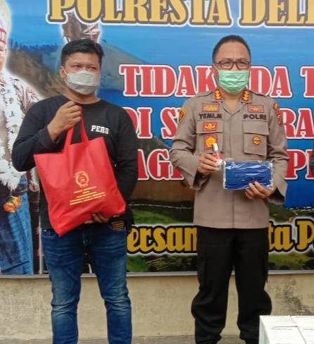 Kapolresta Deli Serdang Serahkan APD dan Sembako Bagi Jurnalis
