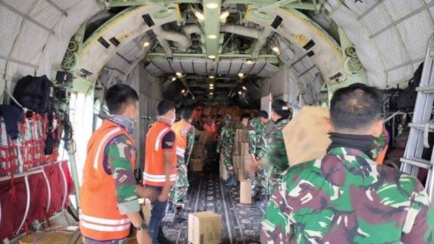 TNI Kerahkan Pesawat Hercules Angkut Logistik ke Pulau Galang