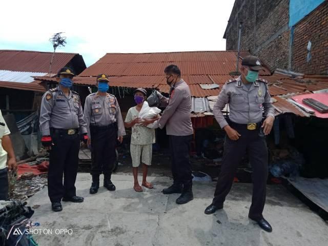 Kompol Faidir Chaniago Komitmen Terus Gulirkan Bantuan Sembako kepada Masyarakat Terdampak Corona