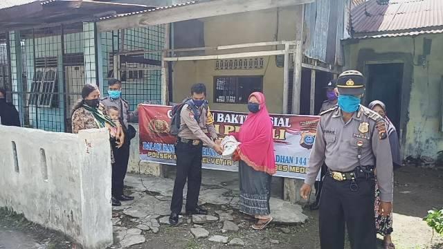 Polsek Helvetia Kembali Bagi-Bagi Sembako untuk Warga Lk III Tanjung Gusta