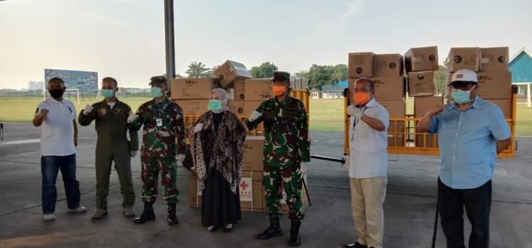Dukung Penanggulangan Penyebaran Covid 19, Lanud Soewondo Turut Distribusikan APD dan Masker