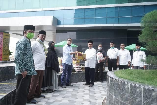 Pelindo 1 Salurkan Bantuan untuk Ustadz dan Ustadzah di Medan Belawan