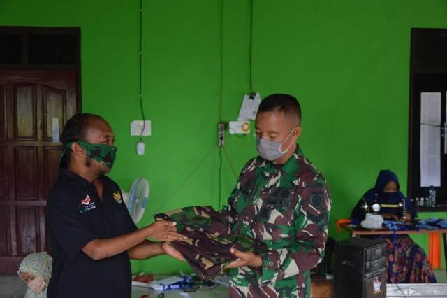 Yonarmed 12/Divif 2 Kostrad Ajak Kaum Difabel Produksi Masker Royal 12