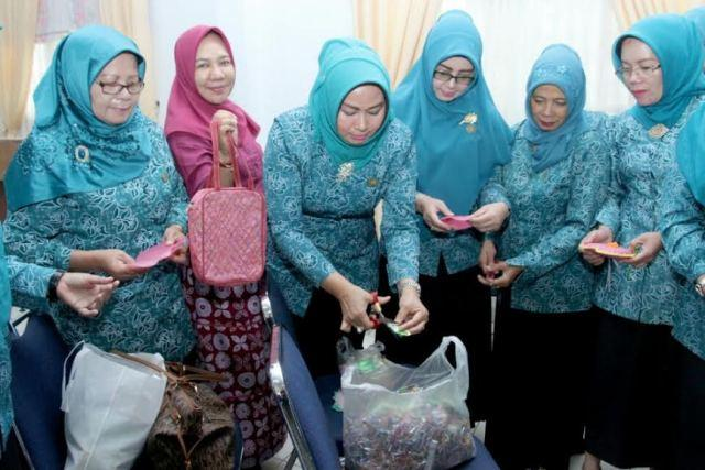 Evi Diana Buka Pelatihan Daur Ulang Sampah Bagi PKK Enam Kabupaten/Kota