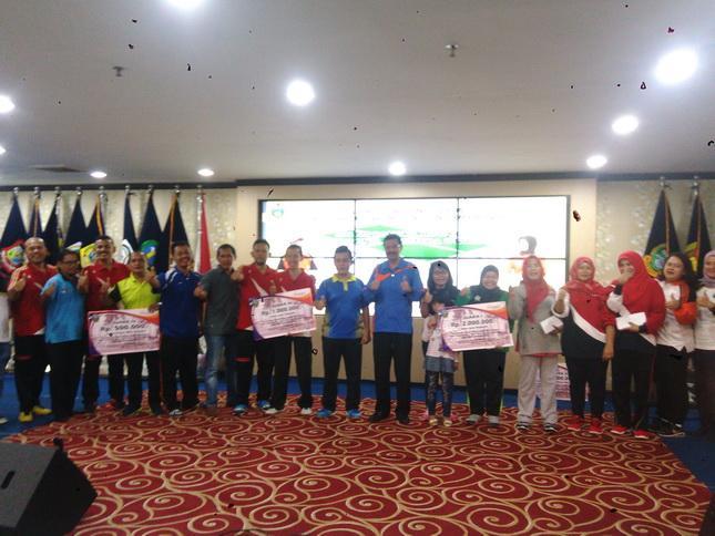 Gubernur Sumut  Tutup Turnamen Tenis Meja Wartawan dan ASN Provsu dengan Partai Eksibisi