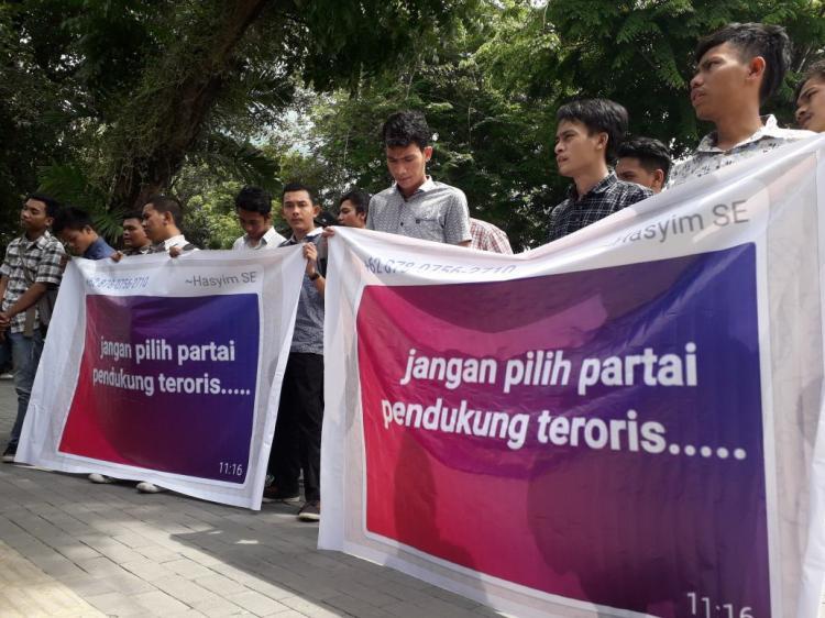 Ketua PDIP Medan Didemo Mahasiswa di Gedung DPRD