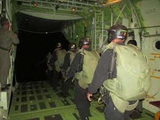 39 Prajurit TNI Lakukan Penerjunan Senyap di Morotai