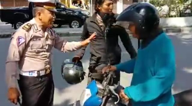 Dicaci Maki, Polisi Ini Tetap Tilang Pelanggar Lalu Lintas di Persimpangan Jalan Bambu-Putri Hijau Medan