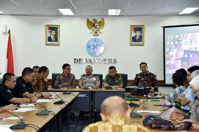 Kapuspen TNI Jadi Narsum Diskusi Pemberitaan Berlebihan Terhadap Aksi Terorisme