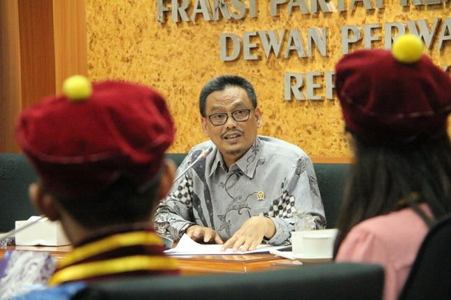 736 ribu Guru Honorer Tak Dapat THR, Pemerintah Diminta Carikan Solusi