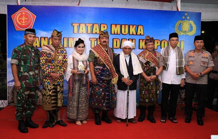 Panglima TNI dan Kapolri Dianugerahi Gelar Raja Penjaga NKRI