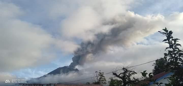 Erupsi Gunung Sinabung Capai 2.000 Meter, Masyarakat Diimbau Menjauh