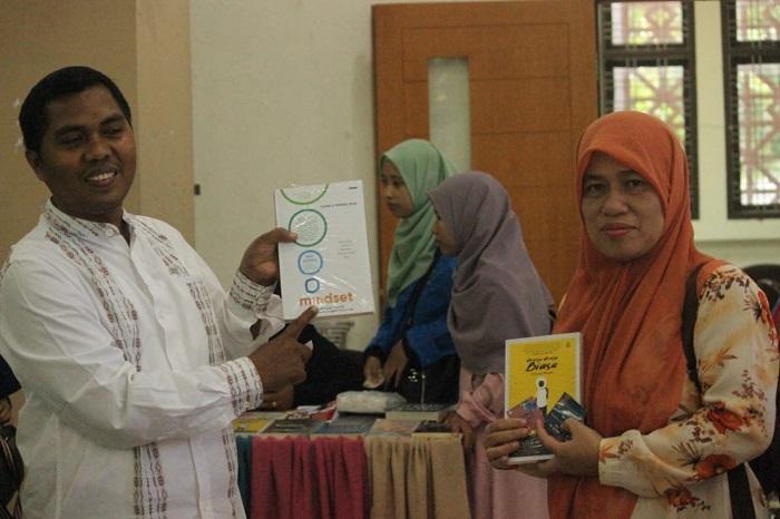 17 Mei Hari Buku Nasional, Mahasiswa FAH UIN Ar-Raniry Gelar Bazar Buku