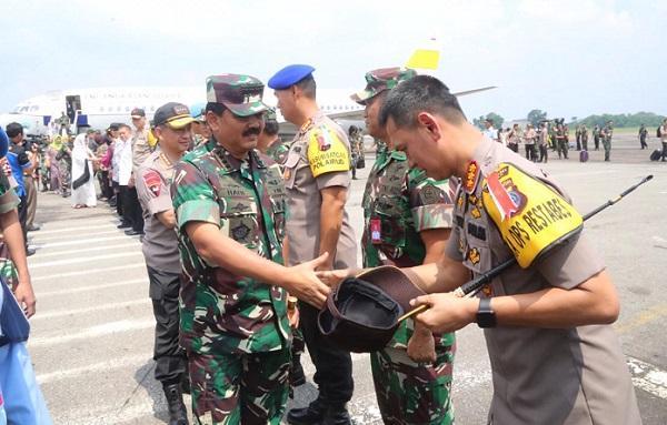 Safari Ramadhan, Kapolretabes Medan Sambut Kedatangan Panglima TNI dan Kapolri di Lanud Soewondo Medan