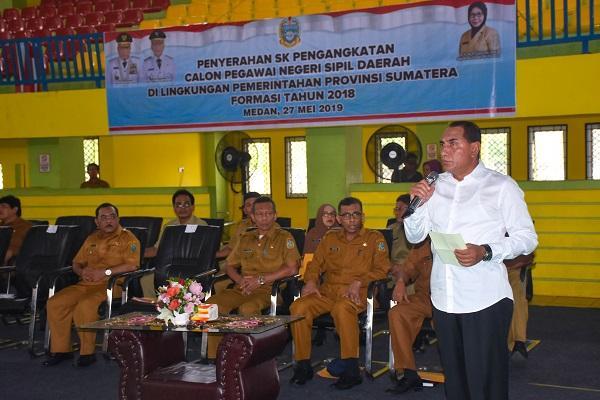 Serahkan 1028 SK Pengangkatan CPNS Formasi 2018, Gubernur Sumut Minta CPNS Tegakkan Disiplin