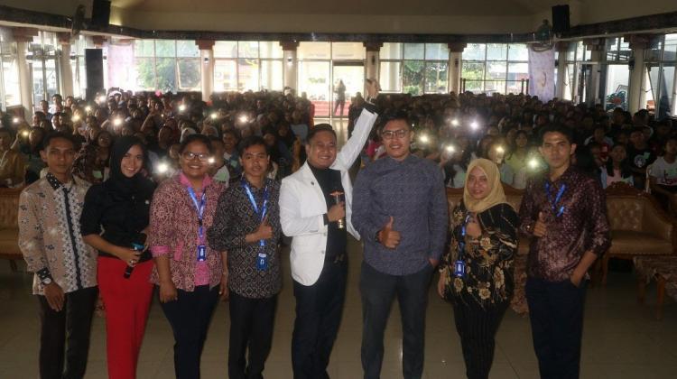 """Dicintai Ribuan Pelajar, Karya Inspirasi Indonesia Sukses Besar Gelar Seminar Bahasa Inggris """"Global Vibe Inspiration"""" di Kabupaten Dairi"""
