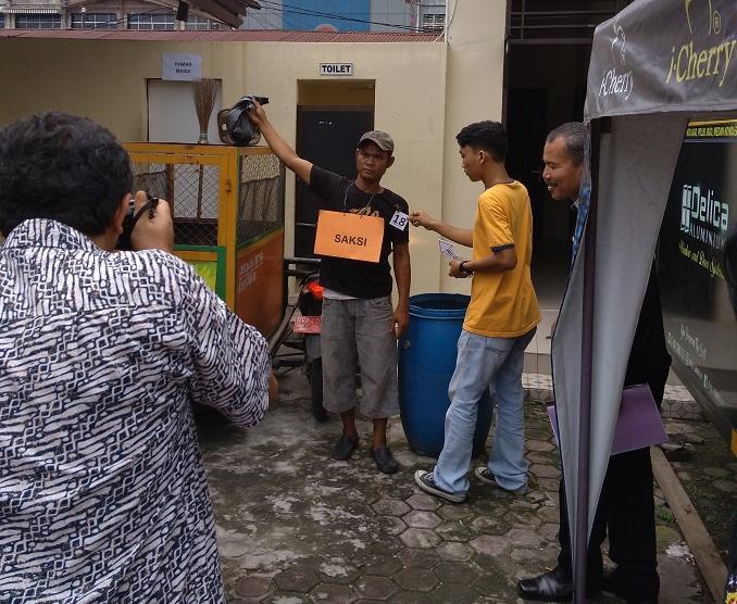 Polsek Medan Baru Gelar Rekontruksi Kasus Ibu Kandung Bunuh Bayi dan Buang ke Tong Sampah
