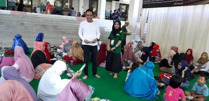 Jamaah Berbuka Puasa di Masjid Agung Medan Membludak dan Religius