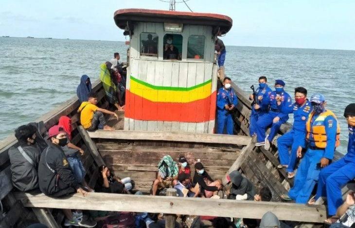 Polres Tanjung Balai Selamatkan 13 Orang TKI Telantar di Pinggir Hutan Bakau Sei Kepayang