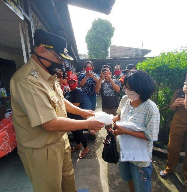 Pembagian Bansos di Kelurahan Kwala Bekala Disaksikan Plt Wali Kota Medan