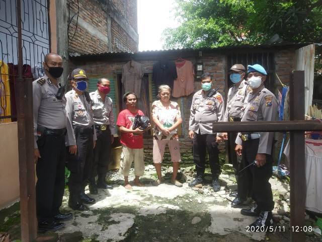 Warga Disabilitas Terima Bantuan Sembako dari Polsek Medan Area