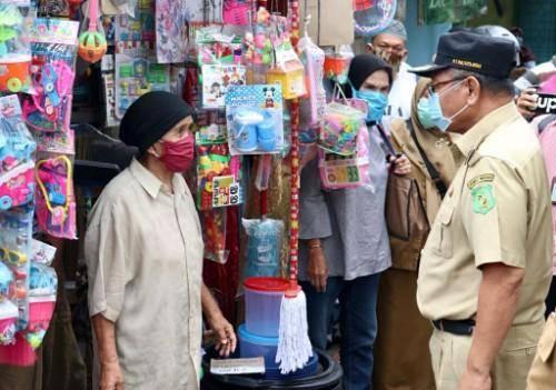 Akhyar Nasution Terjun Langsung Pimpin Razia Penggunaan Masker di Pasar Sentosa