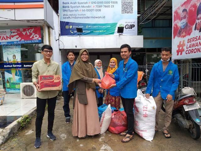 Mahasiswa Ilmu Perpustakaan FAH UIN Ar-Raniry Berikan Bantuan untuk Korban Banjir di Aceh Tengah