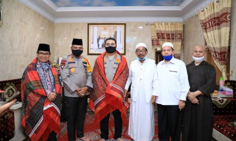 Kapolda Sumut Martuani Sormin Halal Bi Halal ke Pesantren Al Kautsar di Jalan Pelajar Medan