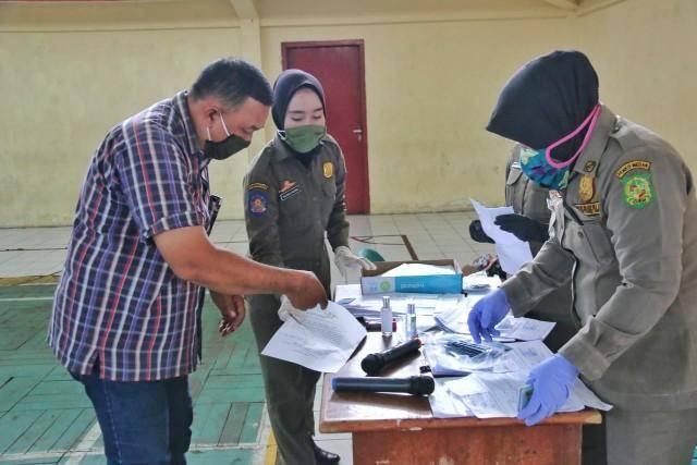 Satpol PP Kota Medan Kembalikan KTP Masyarakat yang Ditahan Karena Tak Pakai Masker