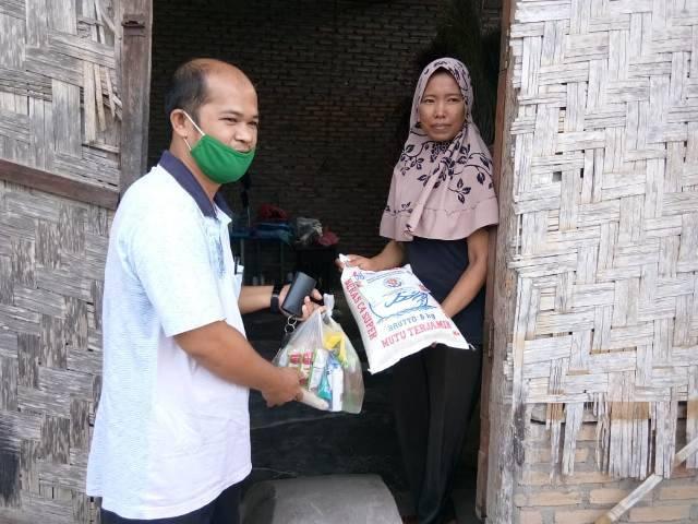 Puspera Indonesia dan Dosen Muda Bagi Sembako di 4 Kabupaten di Sumut
