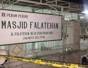 Dua Anggota Brimob Sat III Ditikam Saat Sholat di Masjid
