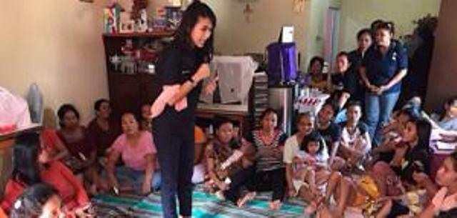 Tebar Kasih, Garnita Malahayati NasDem Serahkan Bantuan Sembako