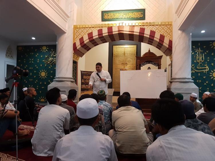 Ustadz Munzir Situmorang: Usai Ramadhan Sedekah dan Ibadah Lainnya Juga Harus Berlomba-lomba