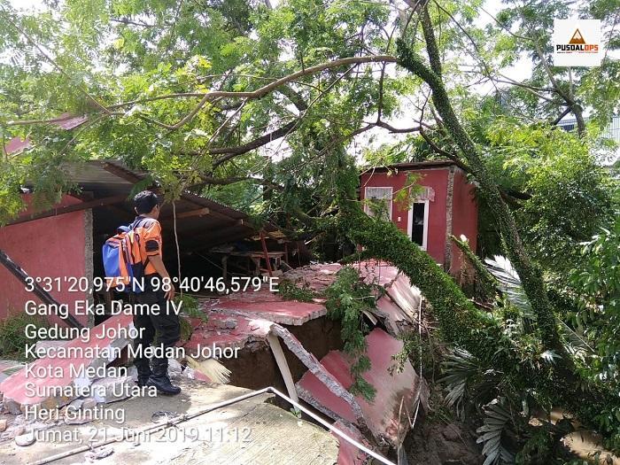 Tanah Longsor di Medan Johor, Satu Rumah Rusak Berat