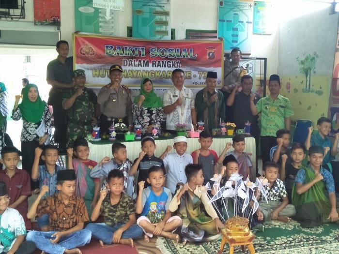 Polsek NA IX-X Hadiahi Sunat Gratis untuk 35 Anak di Kampung Pajak Labura