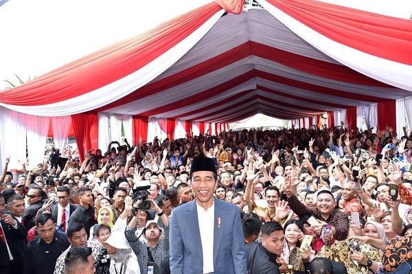 Disambut Antusias, Presiden dan Ibu Iriana Silaturahmi bersama Masyarakat di Istana Negara dan Monas