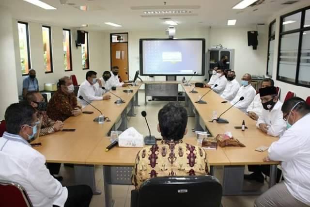 Pandemi Covid-19, Kadin Sumut Beri Bantuan APD/Hazmat ke RS USU Medan