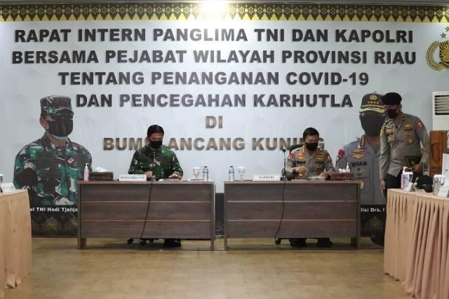 Panglima TNI dan Kapolri Rapat di Provinsi Riau Bahas Covid-19 dan Karhutla
