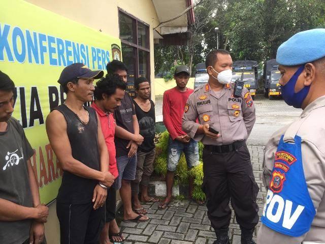 8 Pria Diamankan Polisi Saat Grebek Kampung Narkoba dan Razia Pekat di Medan Johor