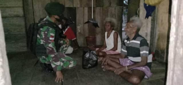 Satgas 754 Kostrad Kembali Gulirkan Puluhan Paket Sembako untuk 6 Kampung di Distrik Bonggo Papua