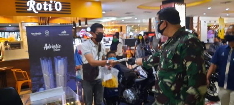 Pangkogabwilhan II Bagikan Masker Gratis Bantuan Presiden RI Bersama Forkopimda