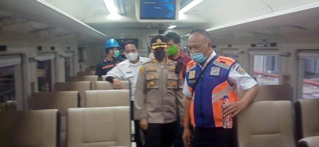 Kapolsek Medan Barat Pimpin Pengecekan Pelayanan Penumpang di Stasiun Kereta Api Medan