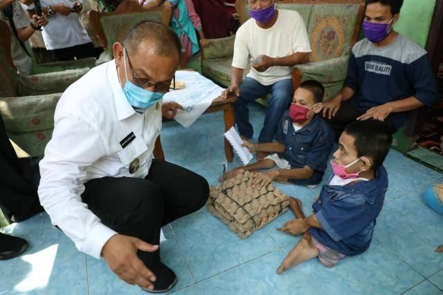 Plt Wali Kota Medan Salurkan Bantuan Bagi Warga Kurang Mampu di Medan Marelan