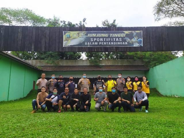 Kapolrestabes Medan Kombes Riko Sunarko Latihan Menembak Bersama Jajarannya di Gaperta