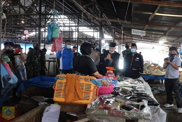 Jelang Adaptasi New Normal, Pj Bupati Pakpak Bharat Sosialisasi Protokol Kesehatan di Pasar Klohi Salak