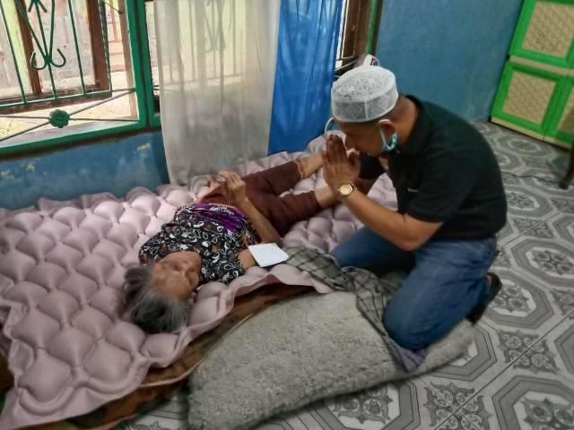 Ketua Pewarta Polrestabes Medan Bagikan Nasi bungkus untuk Warga Kurang Mampu