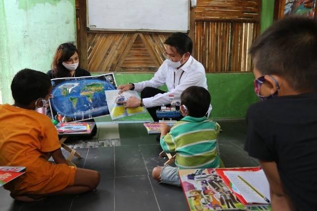 Pelindo 1 Beri Edukasi kepada Anak-anak di Pinggiran Sungai Deli