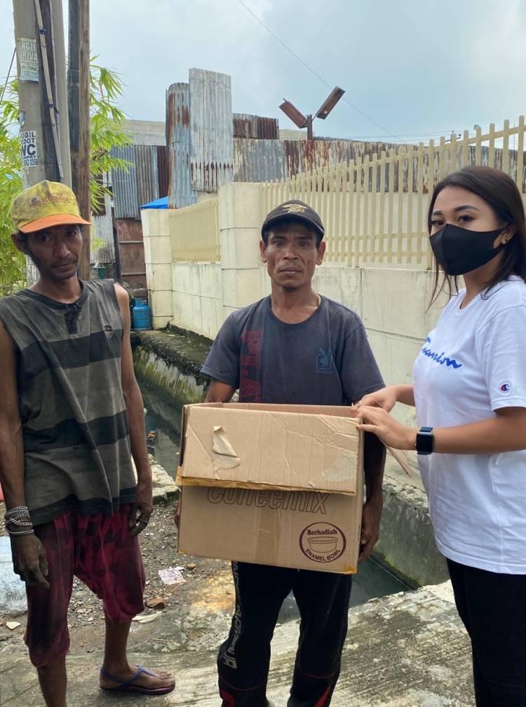 Kumpulan Arisan Herslim Salurkan Bantuan Makanan dan Vitamin untuk Masyarakat Terdampak Covid-19