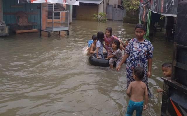 Banjir Rendam Ratusan Rumah di Jalan Brigjen Katamso, Kelurahan Sei Mati Medan