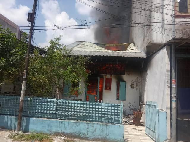Kebakaran Hanguskan Rumah Aan di Jalan Kapten Jumhana Sukaramai Medan